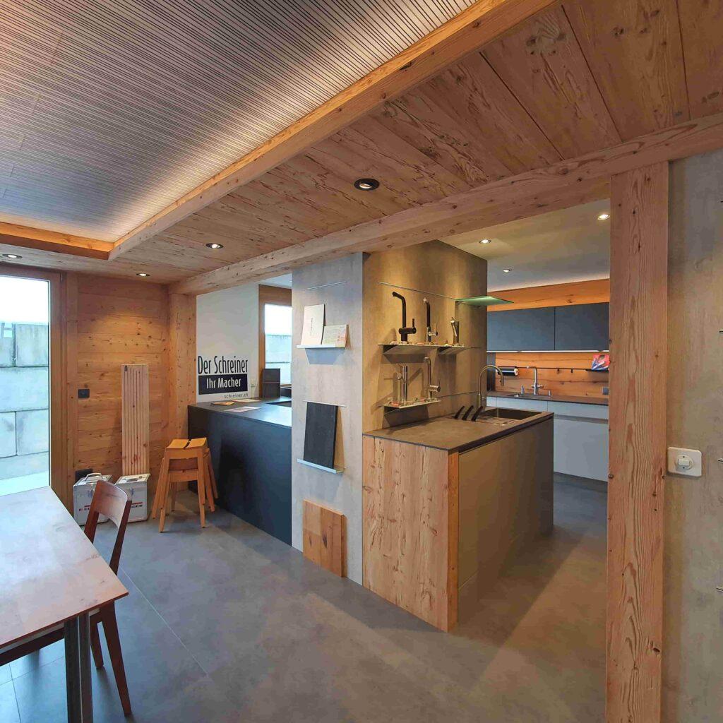 Ausstellung_ Wooddesign_Küchen_Möbel_ Schreinerei_Möbelwerkstatt_Tischlerei_Möbelschreinerei01 (1)