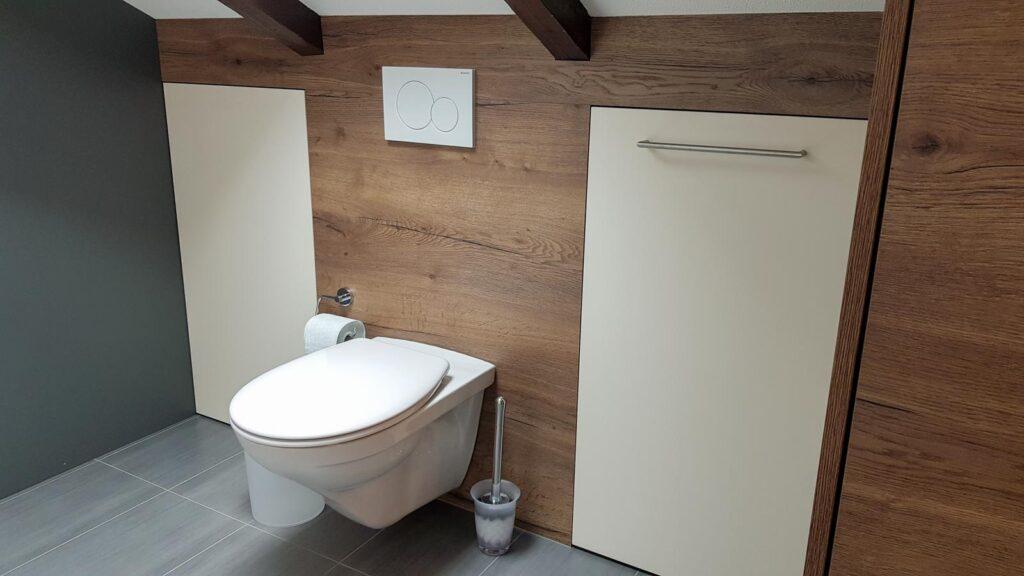 Wooddesign_Badmöbel_ Badumbau_ Dachschräge_Holzdecor_weiss (3)