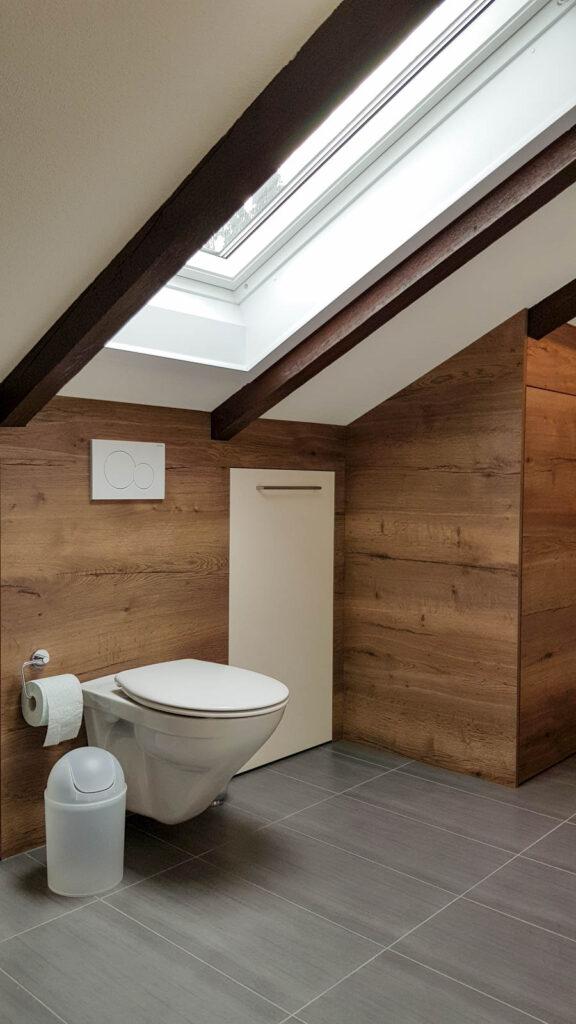 Wooddesign_Badmöbel_ Badumbau_ Dachschräge_Holzdecor_weiss (6)