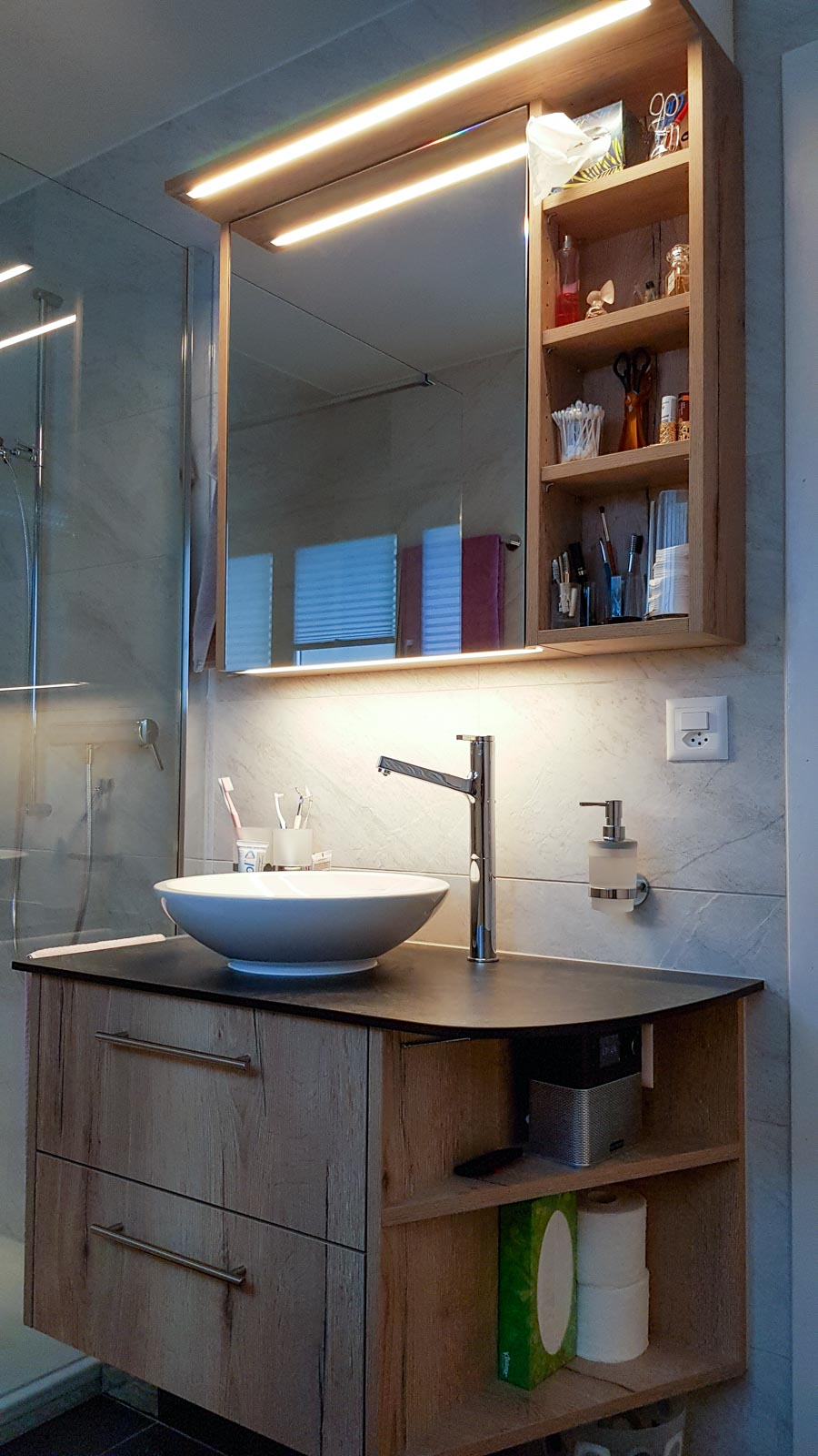 Wooddesign_Badmöbel_ Badumbau_LED Beleuchtung_Holzdecor_Vollkernplatte_Becken aufgesetzt (2)