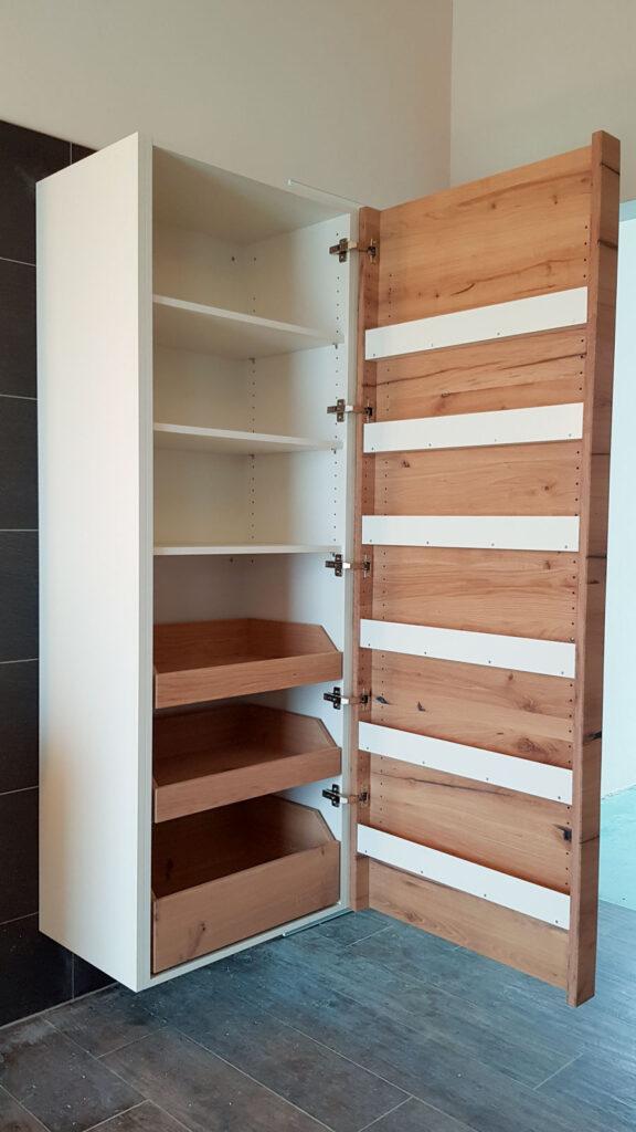 Wooddesign_Badmöbel_ Neubau_Eiche Altholz_LED Beleuchtung_englische Schubladen_weisse Sichtseiten_lackierte Fronten (3)
