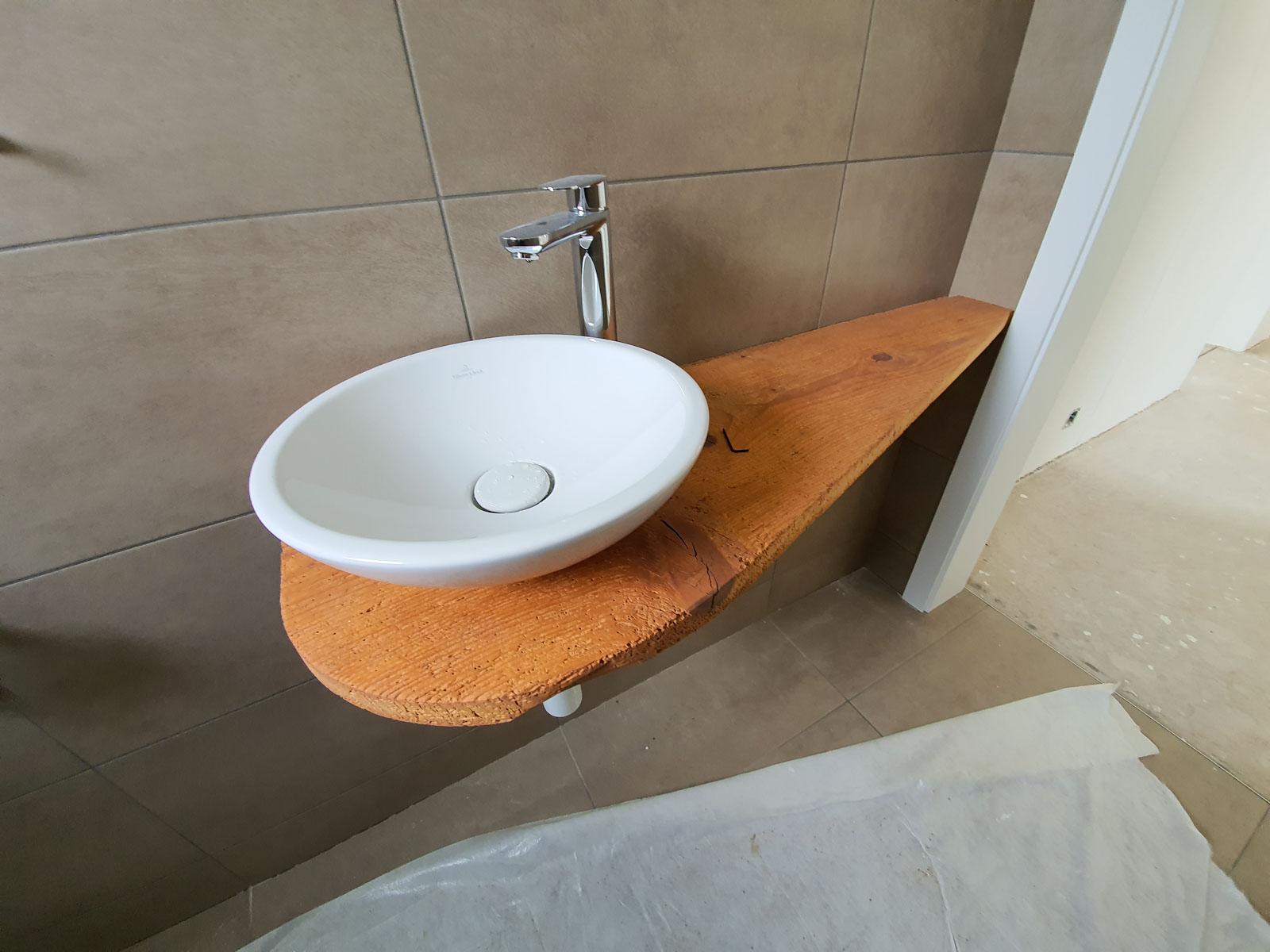 Wooddesign_Badmöbel_Gäste_WC_Altholzabdeckung_rundes Aufsatzbecken (1)