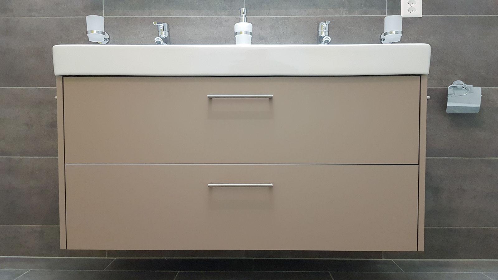 Wooddesign_Badmöbel_Neubau_Syphonausschnitt_Unterbaumöbel_Erdfarbe (2)