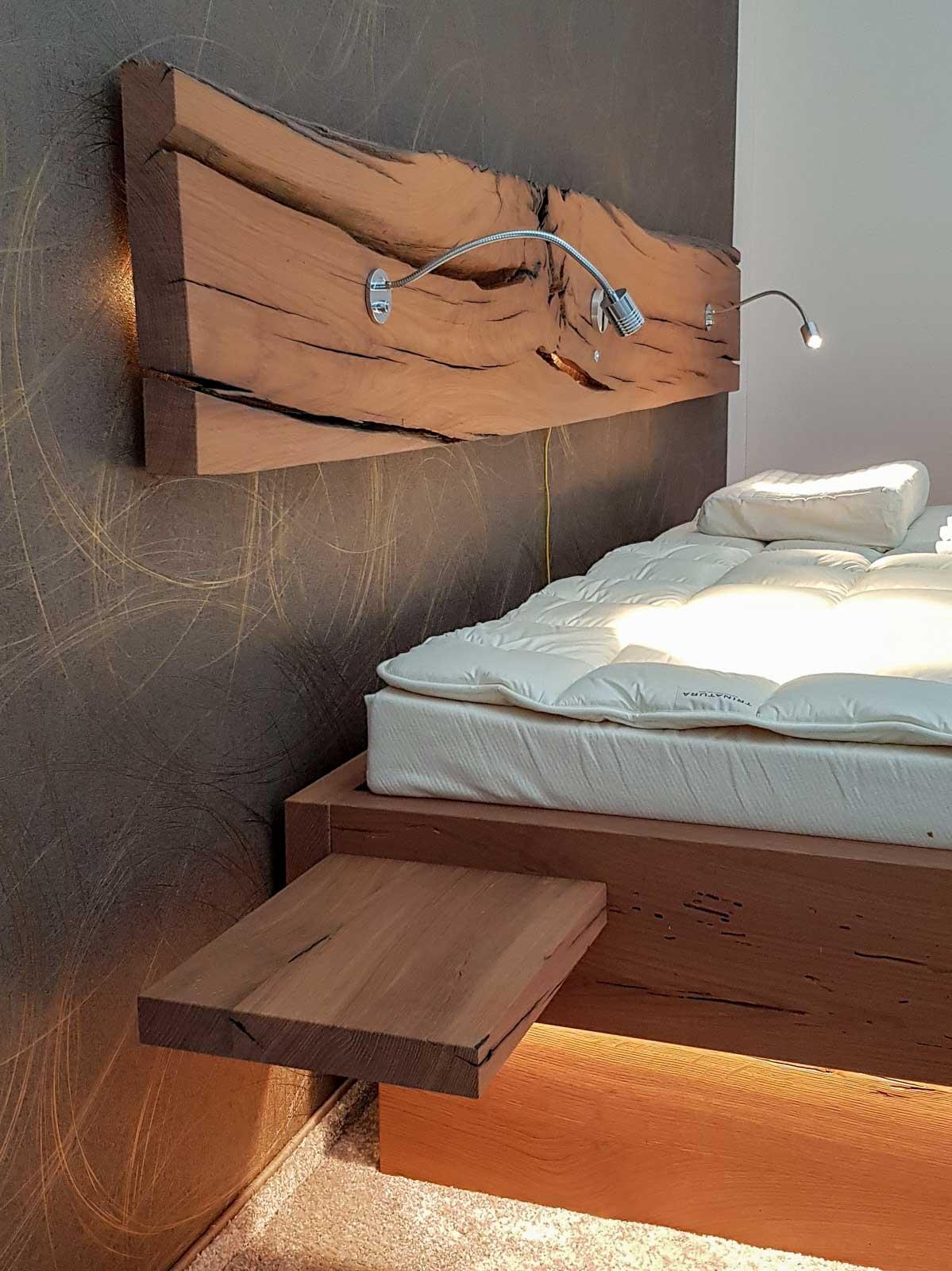 Wooddesign_Bett_Trinatura_Altholz_Eiche_Beleuchtung_indirekte Beleuchtung_Schublade (2)