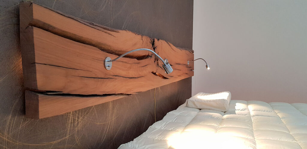 Wooddesign_Bett_Trinatura_Altholz_Eiche_Beleuchtung_indirekte Beleuchtung_Schublade (3)