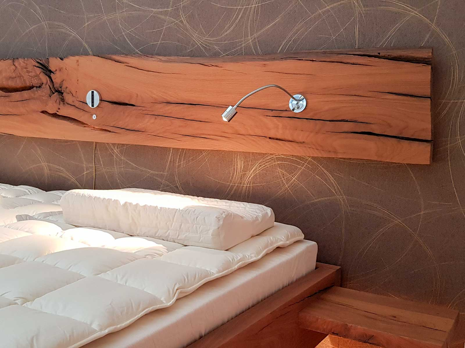 Wooddesign_Bett_Trinatura_Altholz_Eiche_Beleuchtung_indirekte Beleuchtung_Schublade (6)