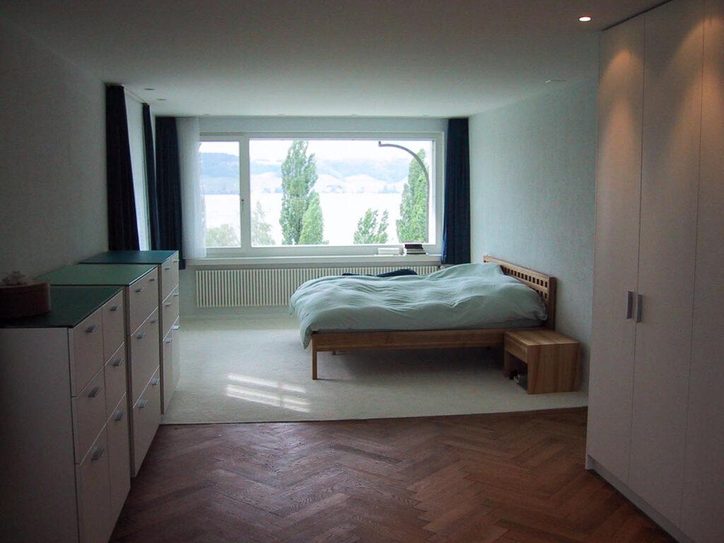 Wooddesign_Bett_Trinatura_Ankleide_Nachttisch_Nussbaum_Kopfteil (1)