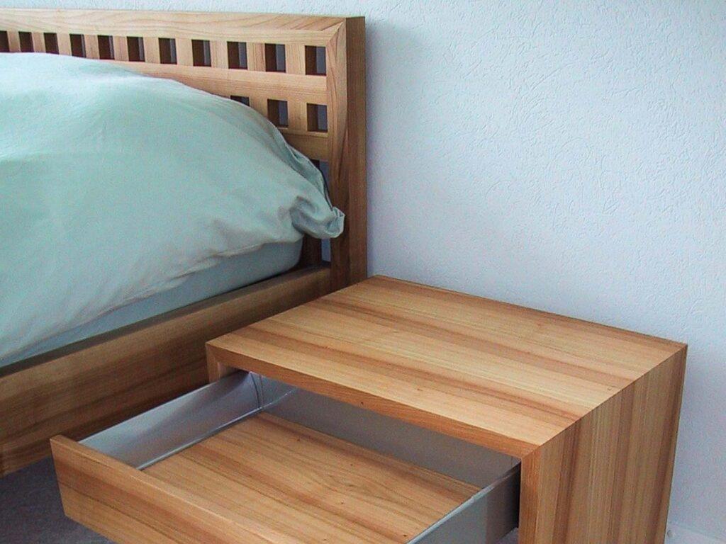 Wooddesign_Bett_Trinatura_Ankleide_Nachttisch_Nussbaum_Kopfteil (3)