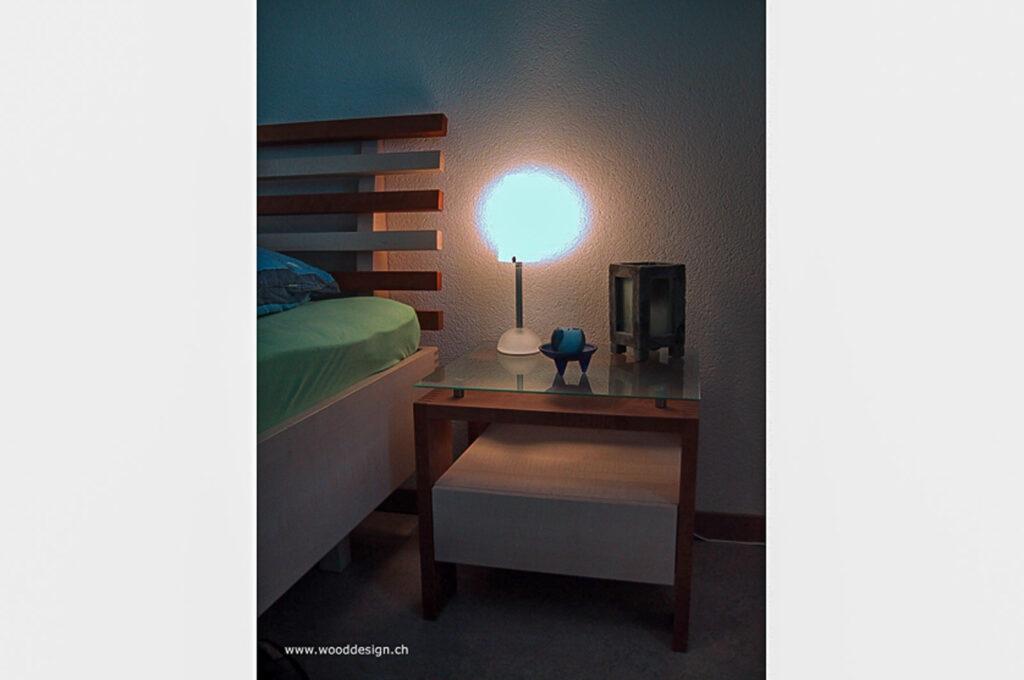 Wooddesign_Bett_Trinatura_Kopfteil_ Massivholz-Nachttischli (2)