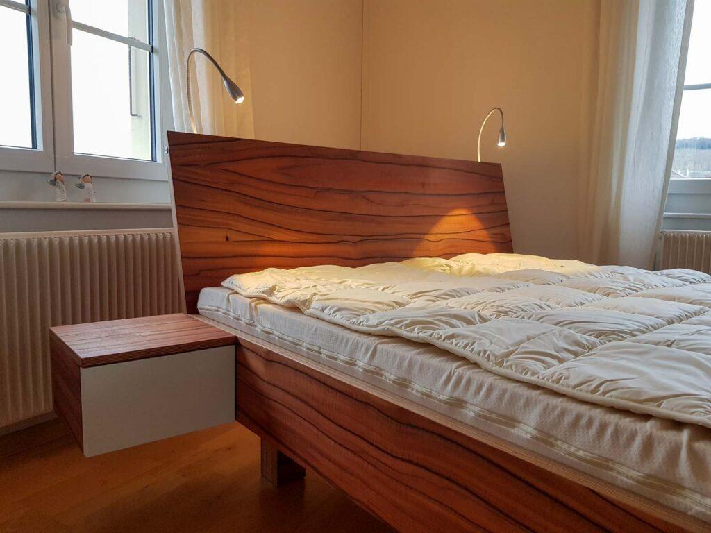 Wooddesign_Bett_Trinatura_Kopfteil_Leseleuchten_Schublade_Sperrholz_Holz (1)