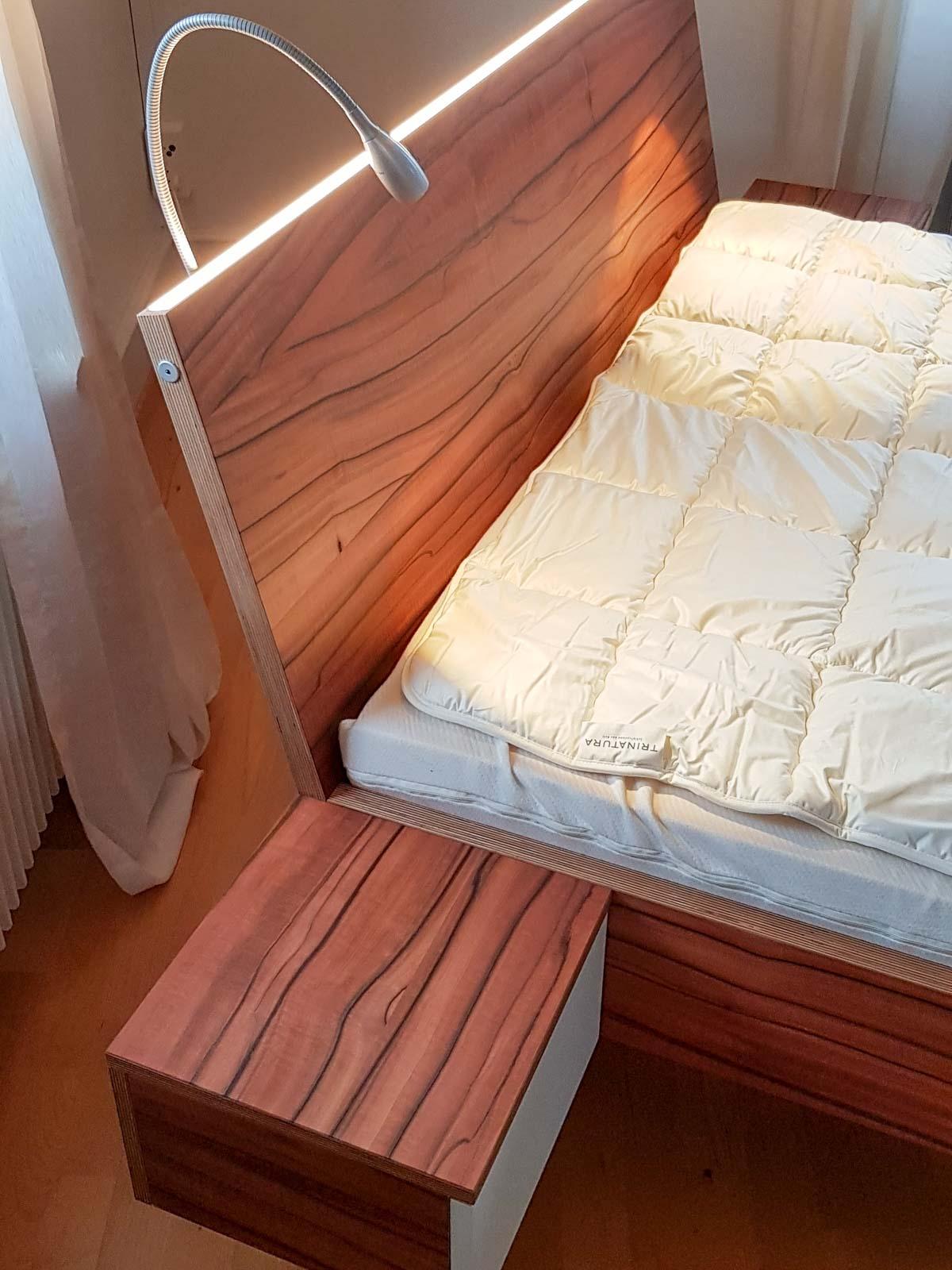 Wooddesign_Bett_Trinatura_Kopfteil_Leseleuchten_Schublade_Sperrholz_Holz (2)