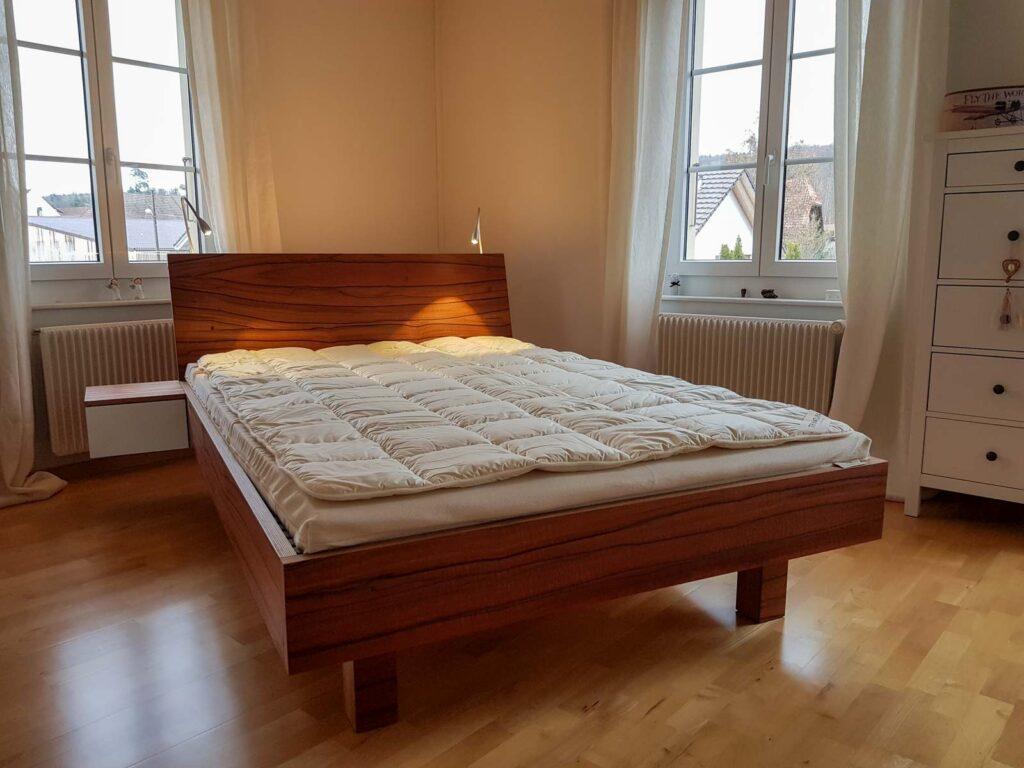 Wooddesign_Bett_Trinatura_Kopfteil_Leseleuchten_Schublade_Sperrholz_Holz (6)