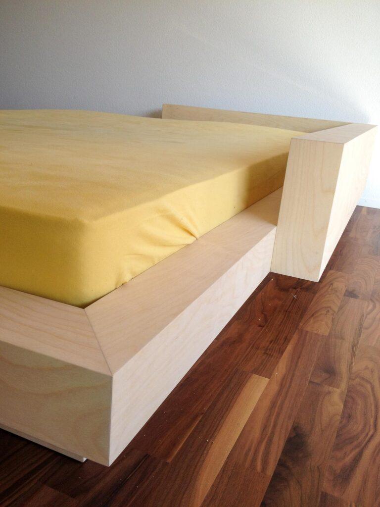 Wooddesign_Bett_Trinatura_modern_Jugendbett_Birken Multiplex (2)