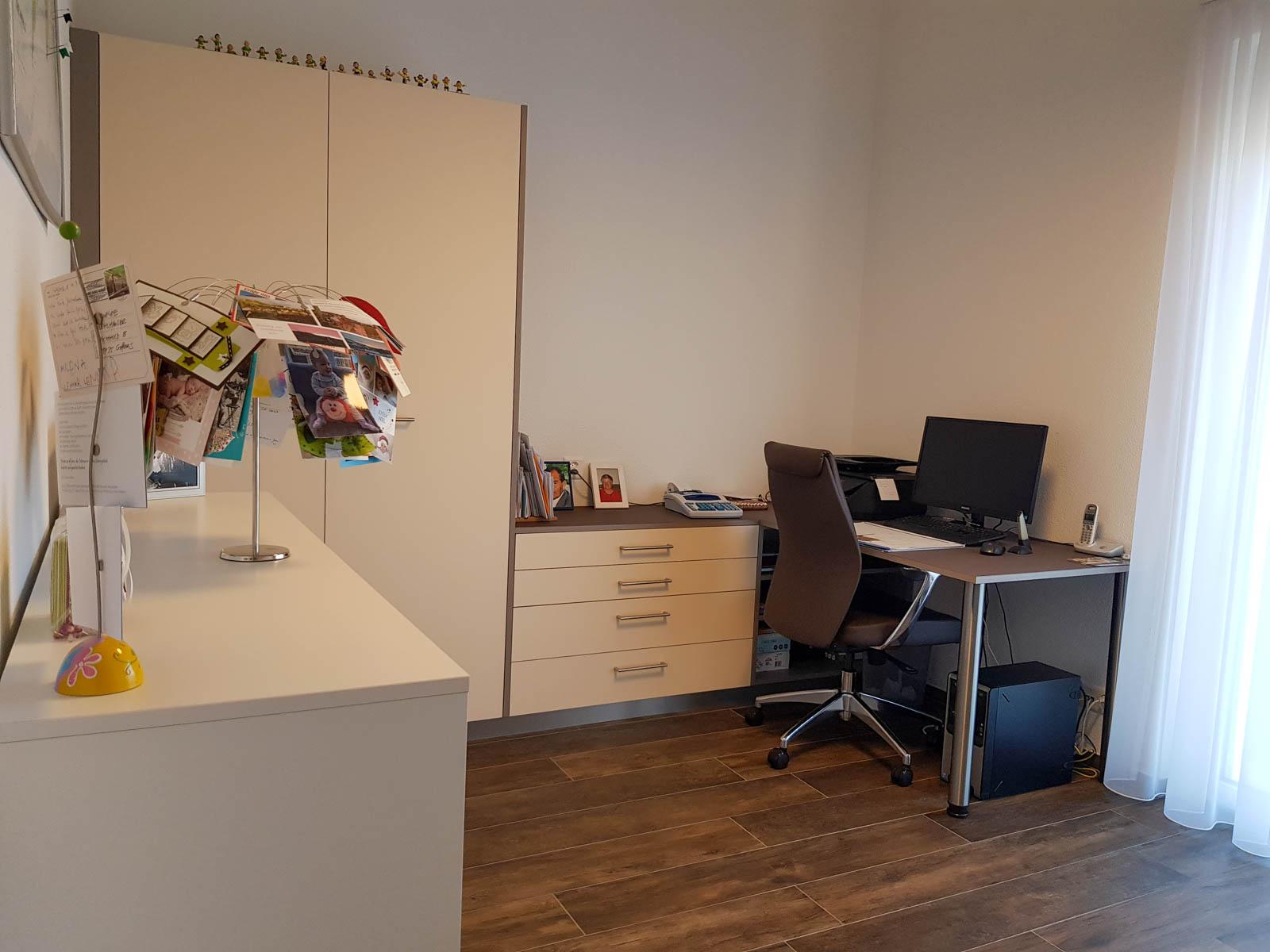 Wooddesign_Büro_Homeoffice_Schreibtisch_Schubladen_Wandschrank (1)