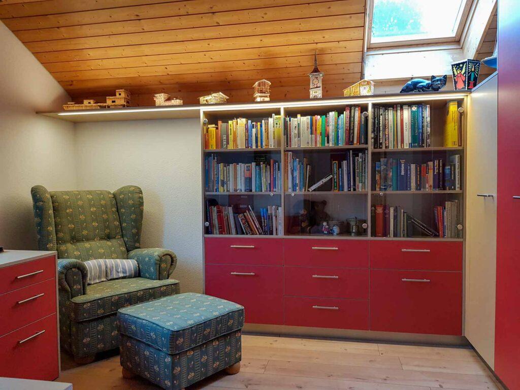Wooddesign_Büro_Homeoffice_Schreibtisch_Vitrine_Regal_Schubladen_Wandschrank_Lesezimmer-Arbeitszimmer (1)