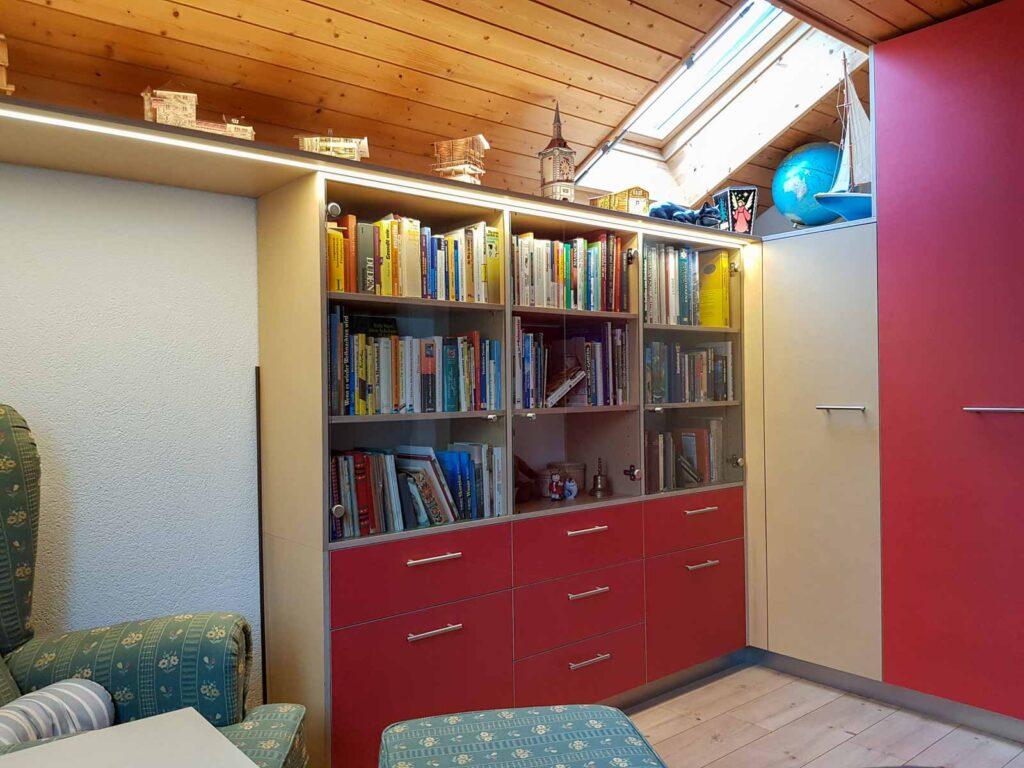 Wooddesign_Büro_Homeoffice_Schreibtisch_Vitrine_Regal_Schubladen_Wandschrank_Lesezimmer-Arbeitszimmer (2)