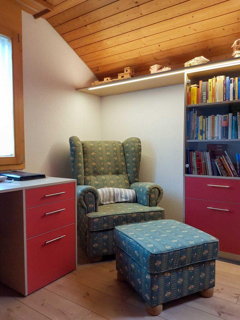 Wooddesign_Büro_Homeoffice_Schreibtisch_Vitrine_Regal_Schubladen_Wandschrank_Lesezimmer-Arbeitszimmer (3)