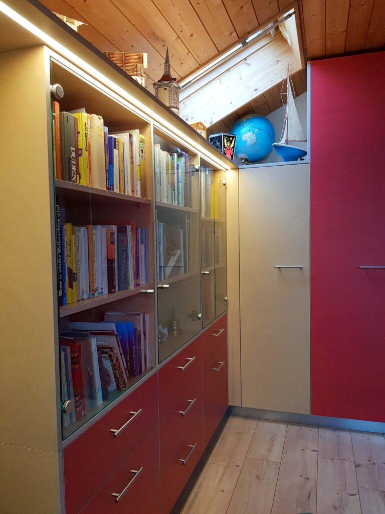 Wooddesign_Büro_Homeoffice_Schreibtisch_Vitrine_Regal_Schubladen_Wandschrank_Lesezimmer-Arbeitszimmer (5)