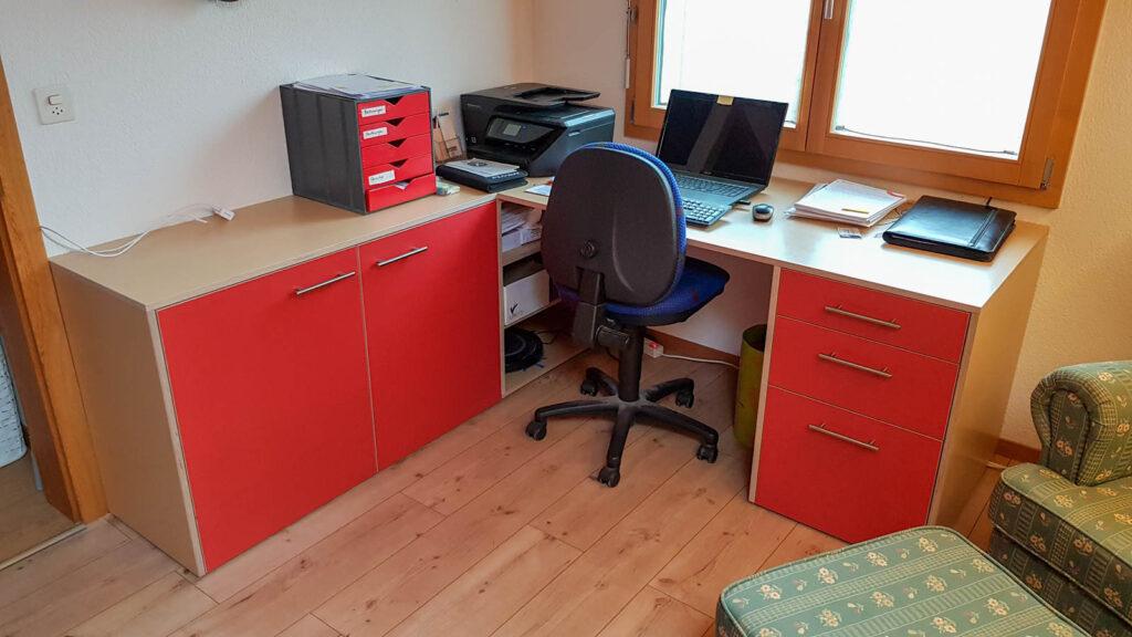 Wooddesign_Büro_Homeoffice_Schreibtisch_Vitrine_Regal_Schubladen_Wandschrank_Lesezimmer-Arbeitszimmer (7)