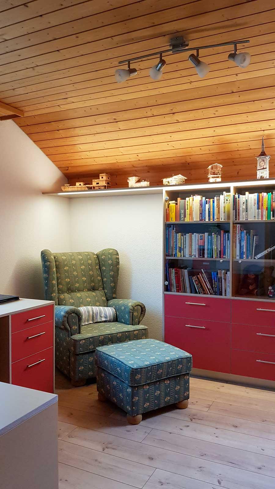 Wooddesign_Büro_Homeoffice_Schreibtisch_Vitrine_Regal_Schubladen_Wandschrank_Lesezimmer-Arbeitszimmer (8)