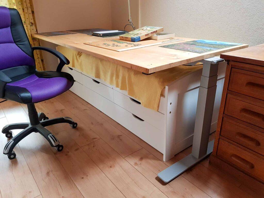 Wooddesign_Büro_Homeoffice_Schreibtisch_höhenverstellbar_Regal__Arbeitszimmer (1)