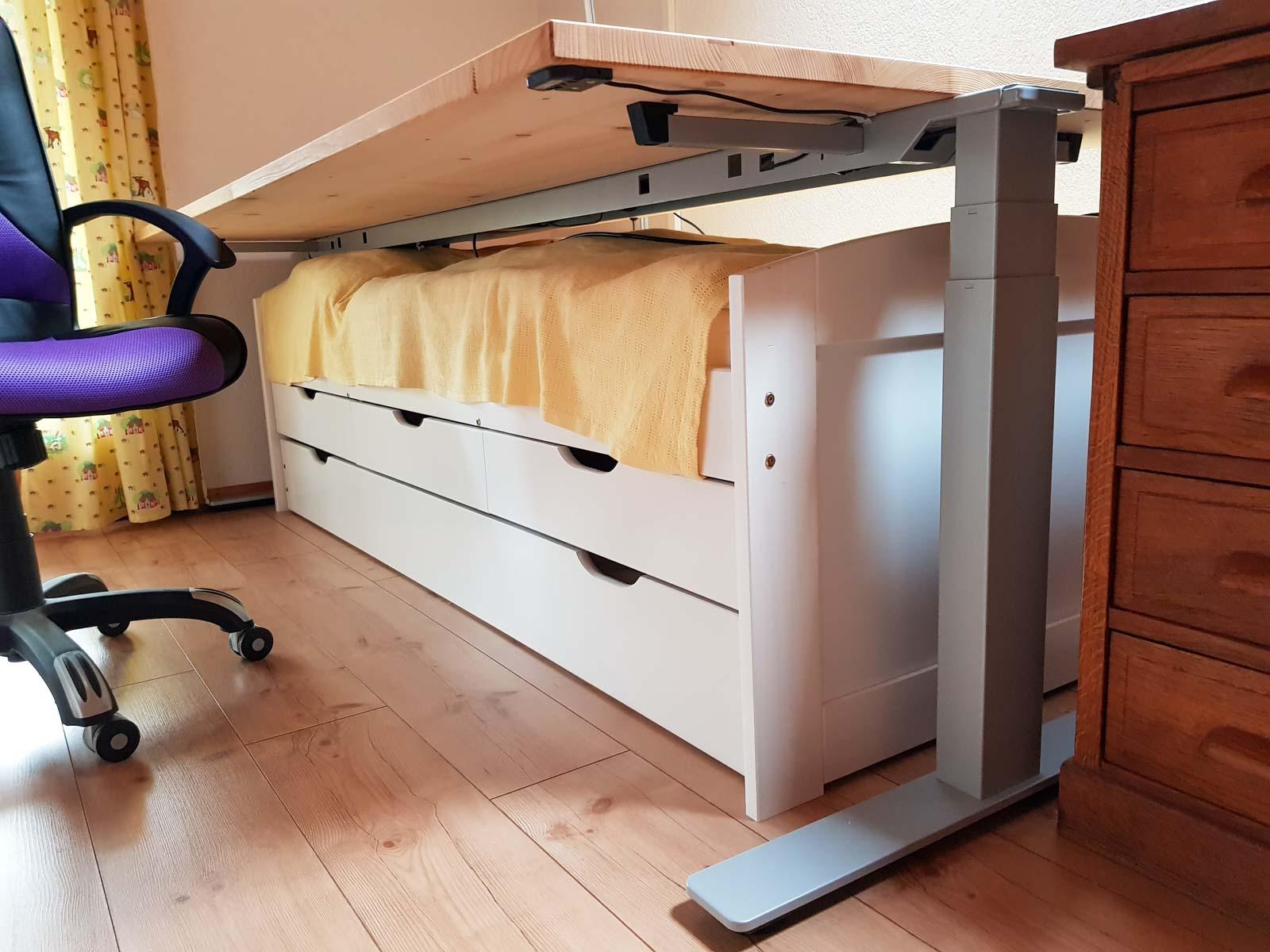 Wooddesign_Büro_Homeoffice_Schreibtisch_höhenverstellbar_Regal__Arbeitszimmer (2)