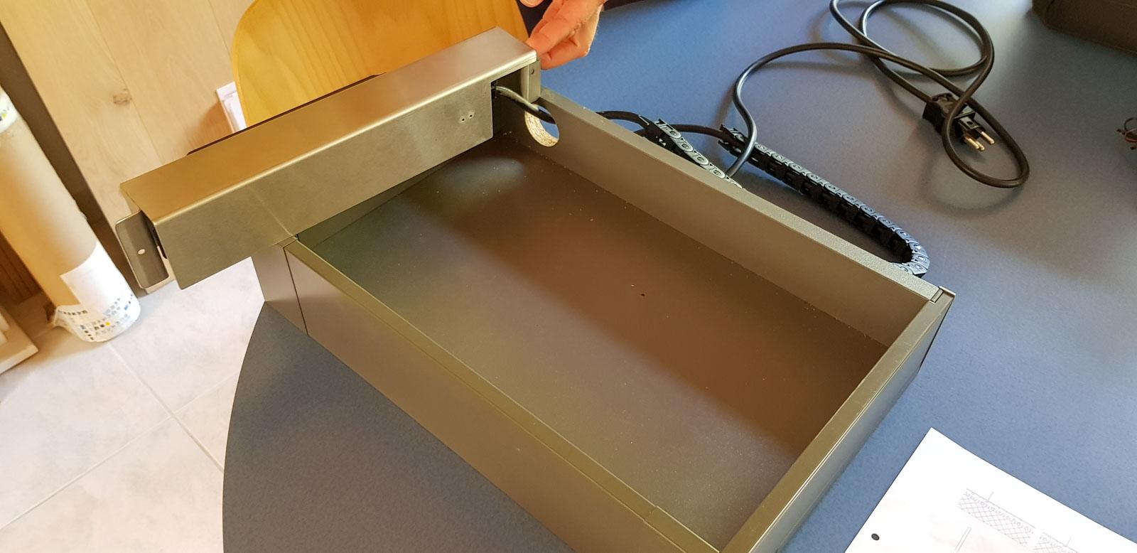 Wooddesign_Büro_Homeoffice_Schreibtisch_versenkbare Steckdose_Steckdose in Schublade_Schubladen (4)
