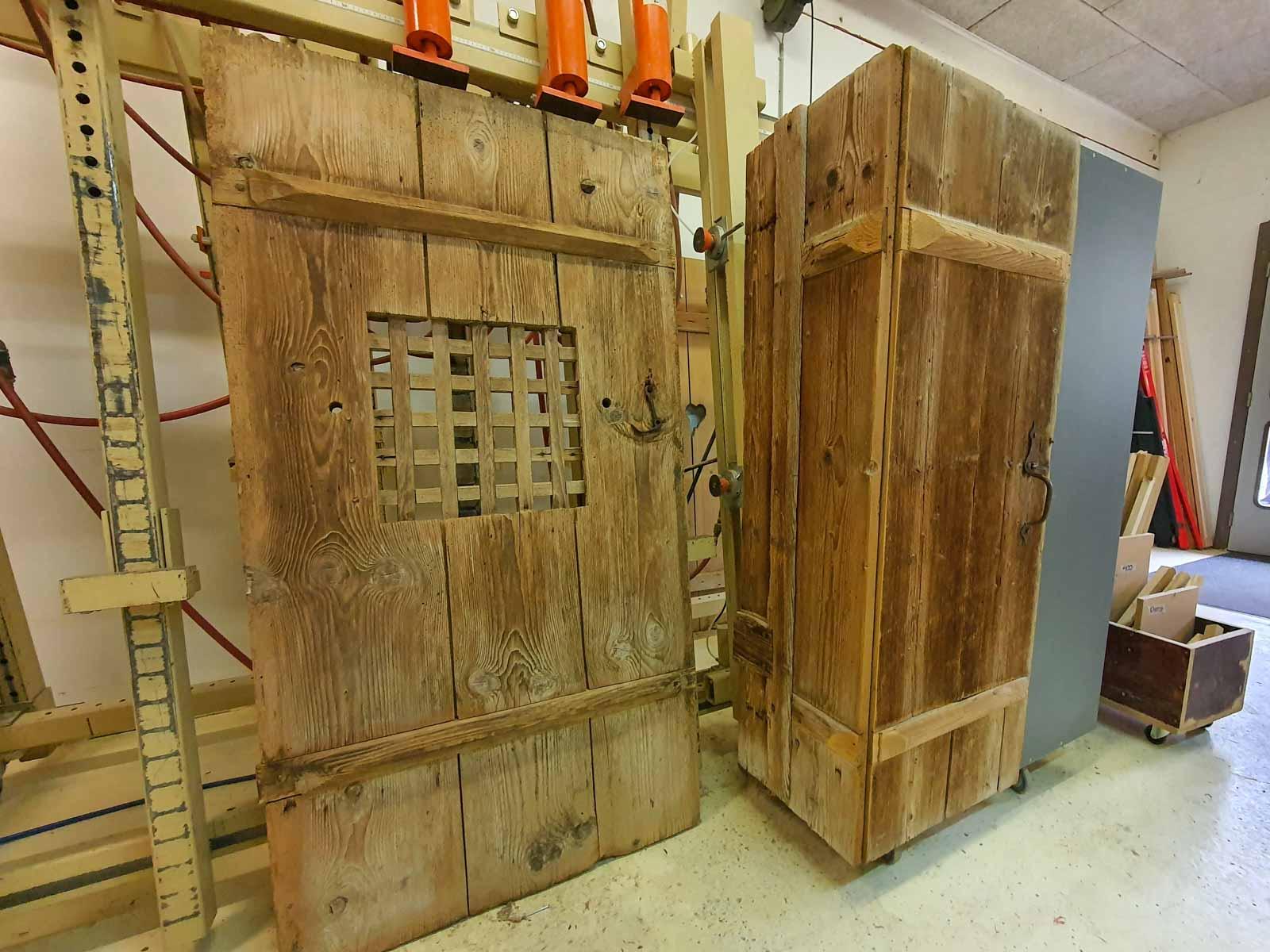 Wooddesign_Garderobe_Altholz_anthrazit_offene Garderobe_Edelstahl_modern_rustukal (4)