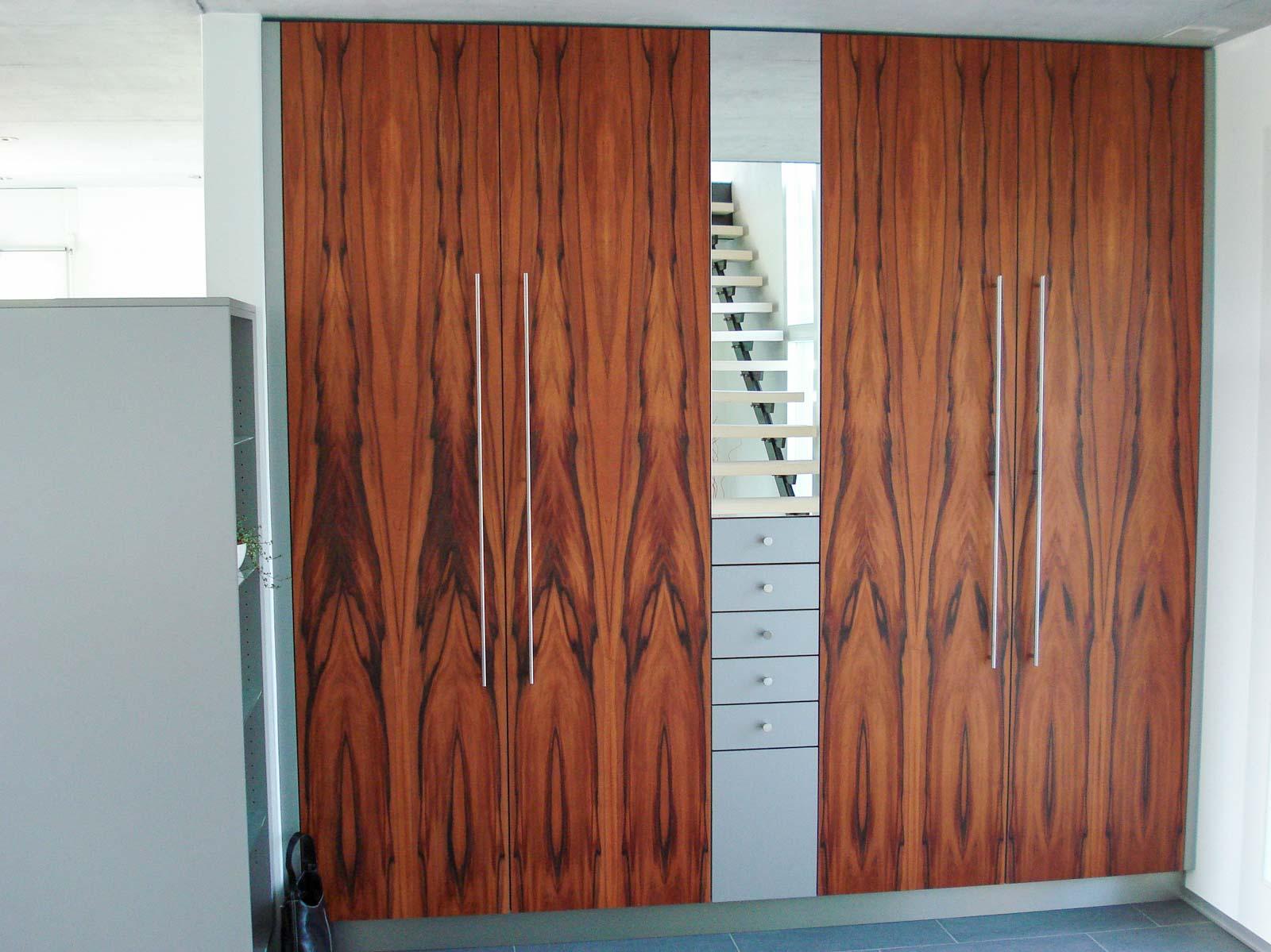 Wooddesign_Garderobe_Gästegarderobe_ Spiegelschrank_Tineo-indischer Apfelbaum-Relinggriffe (2)