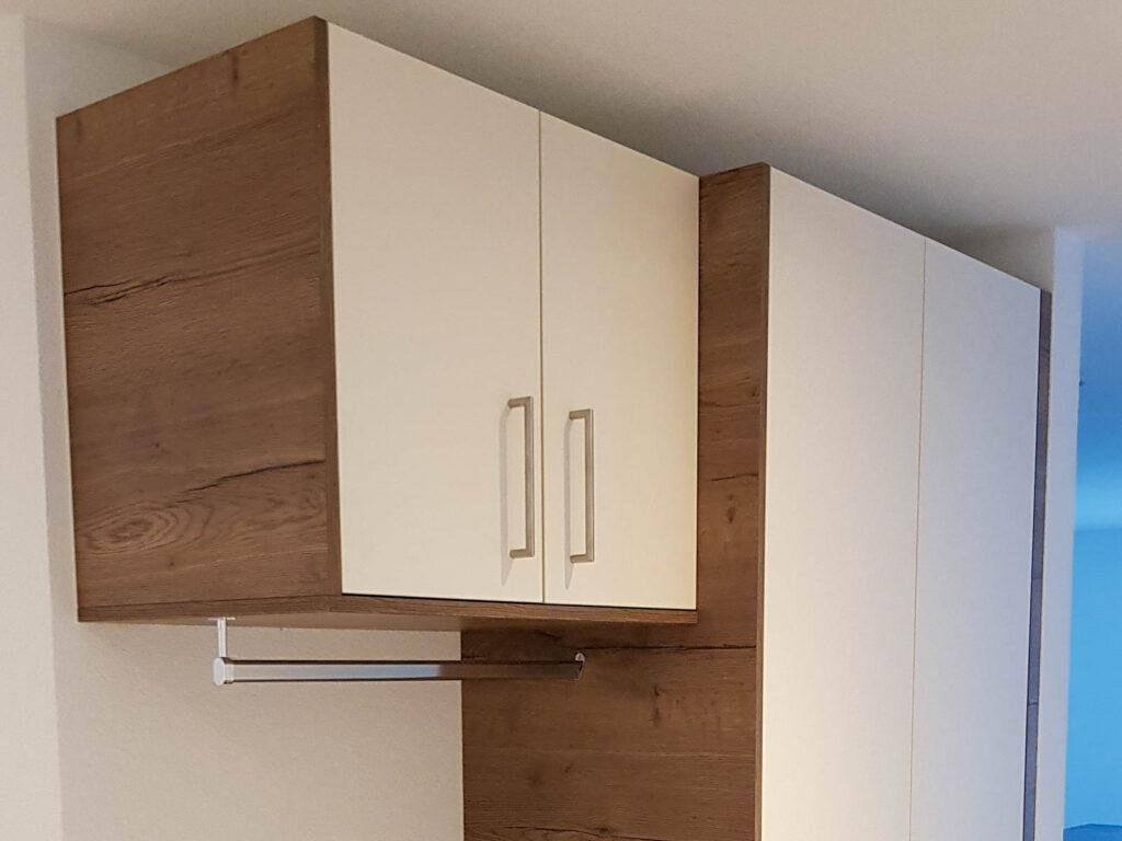 Wooddesign_Garderobe_Gästegarderobe_Holzdecor_weiss_offene Gästegarderobe (1)