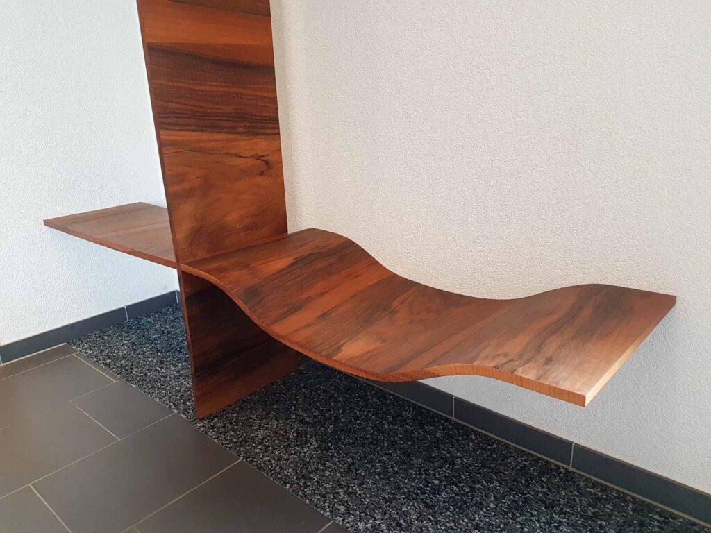 Wooddesign_Garderobe_Gästegarderobe_Nussbaum_Sitzbank_Schubladenstock (2)