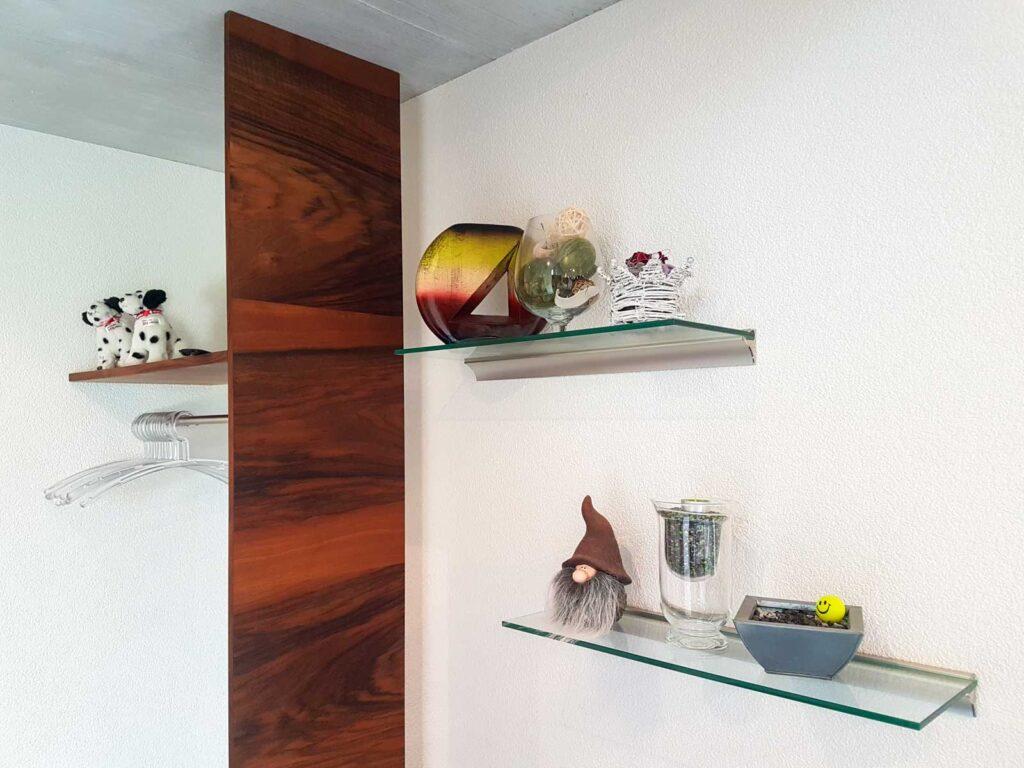 Wooddesign_Garderobe_Gästegarderobe_Nussbaum_Sitzbank_Schubladenstock (3)