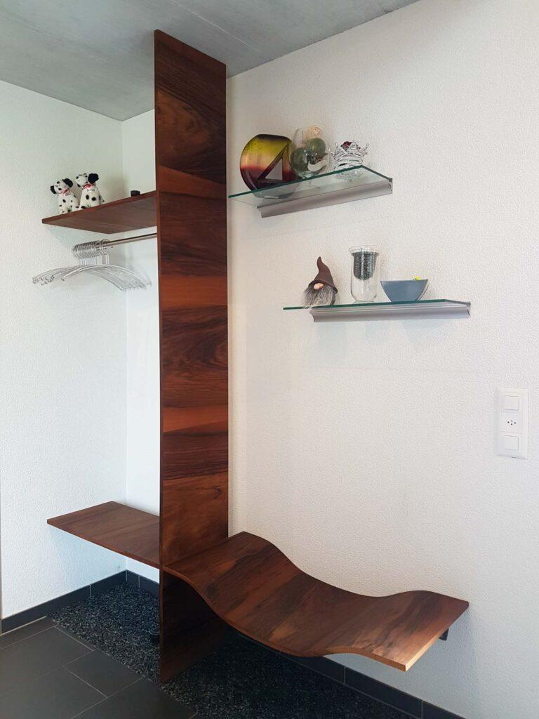 Wooddesign_Garderobe_Gästegarderobe_Nussbaum_Sitzbank_Schubladenstock (4)