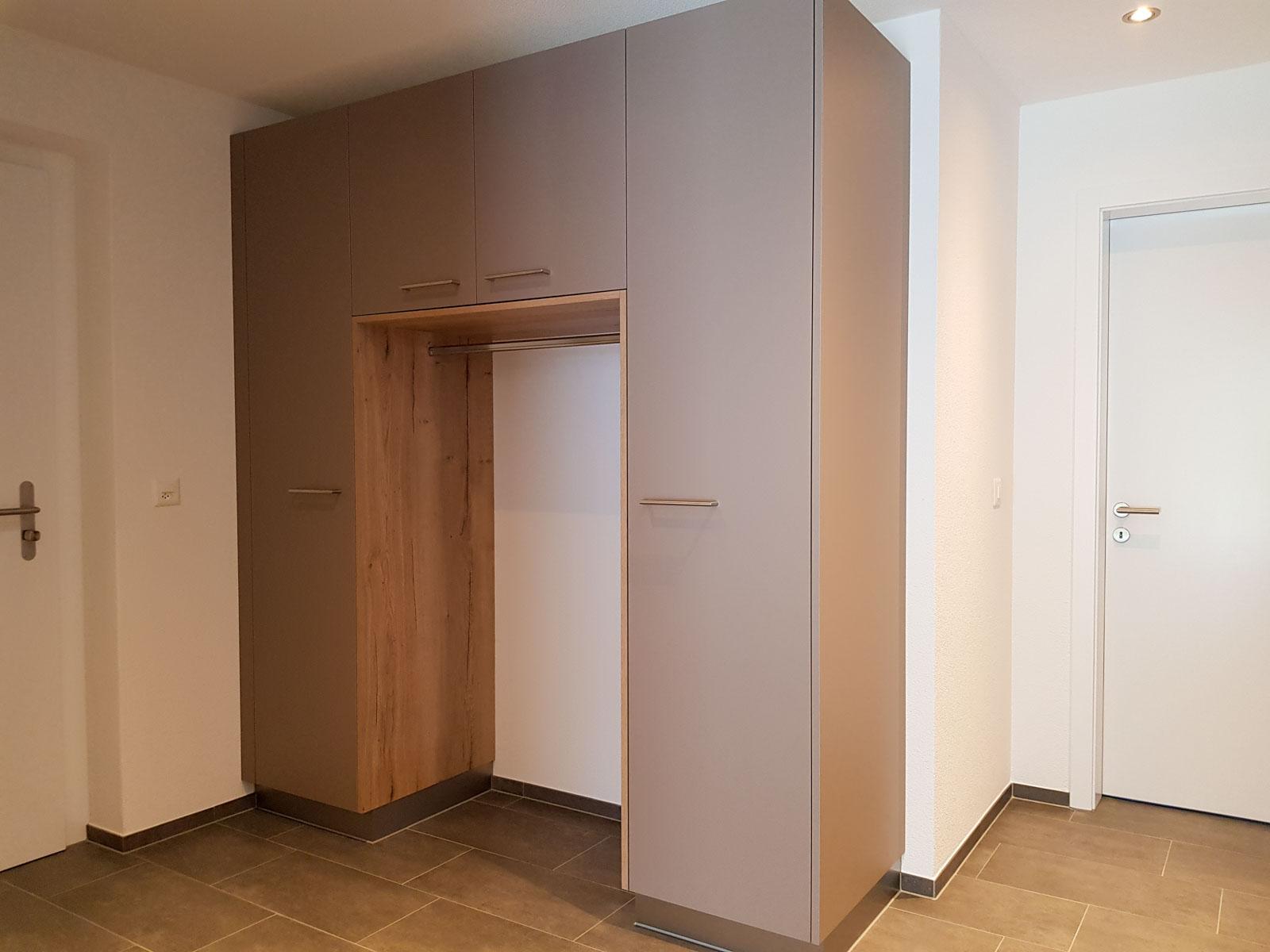 Wooddesign_Garderobe_Gästegarderobe_Putzschrank_offene Garderobe_Eiche hell_Erdfarbe_ beige (1)