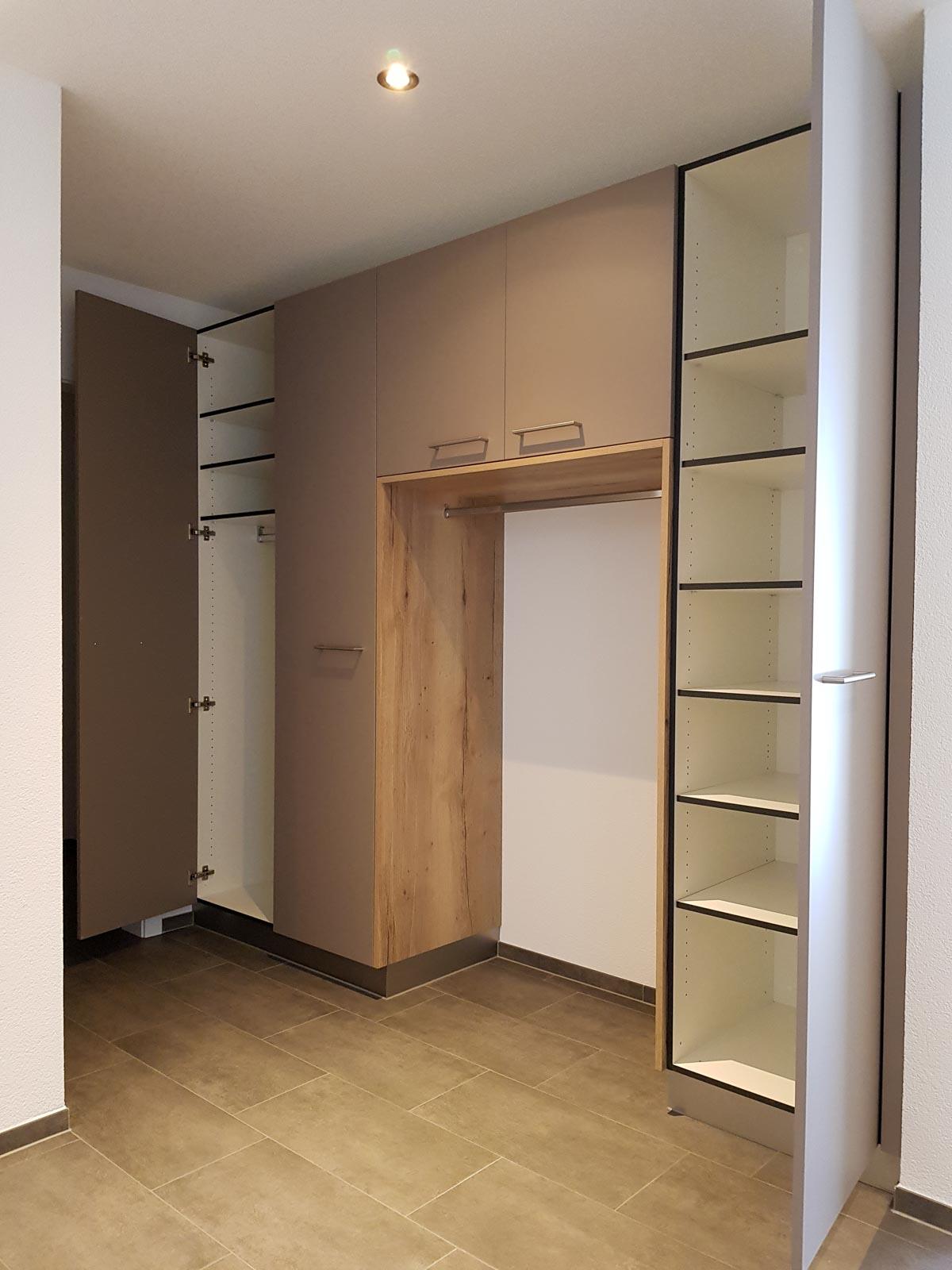 Wooddesign_Garderobe_Gästegarderobe_Putzschrank_offene Garderobe_Eiche hell_Erdfarbe_ beige (3)