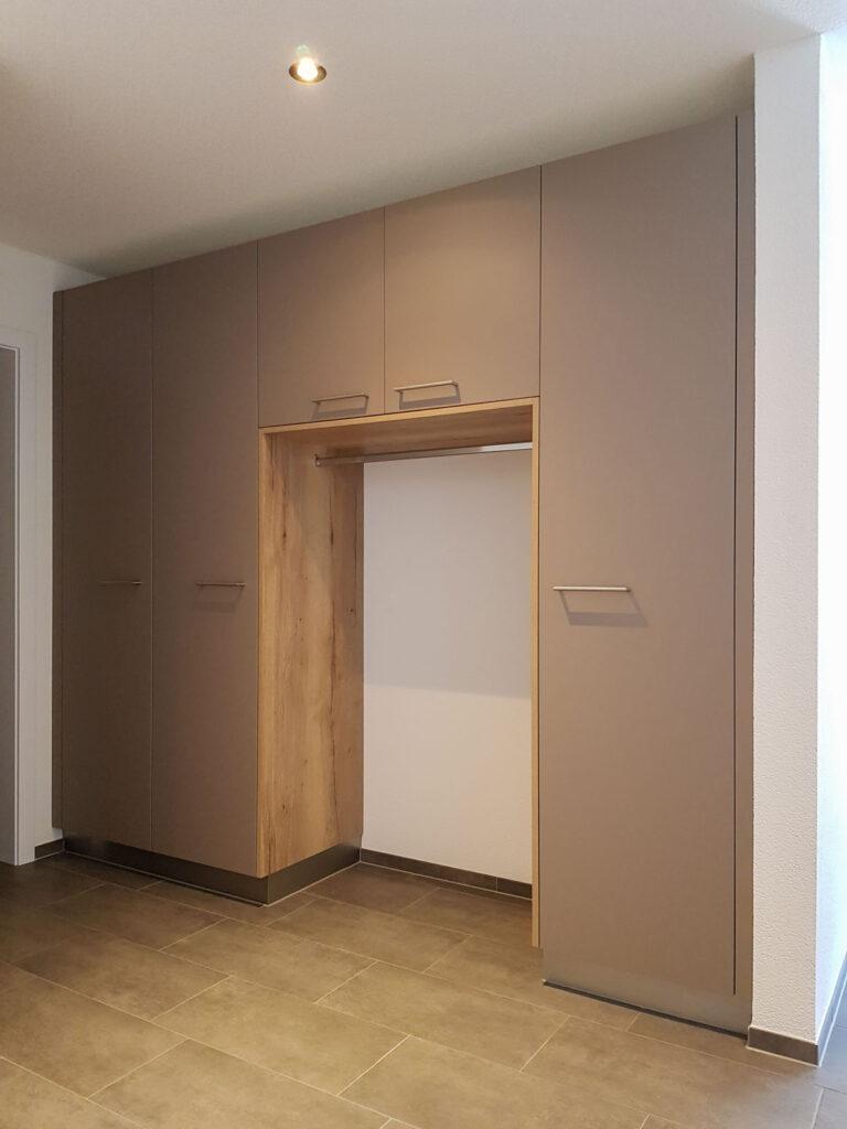 Wooddesign_Garderobe_Gästegarderobe_Putzschrank_offene Garderobe_Eiche hell_Erdfarbe_ beige (4)