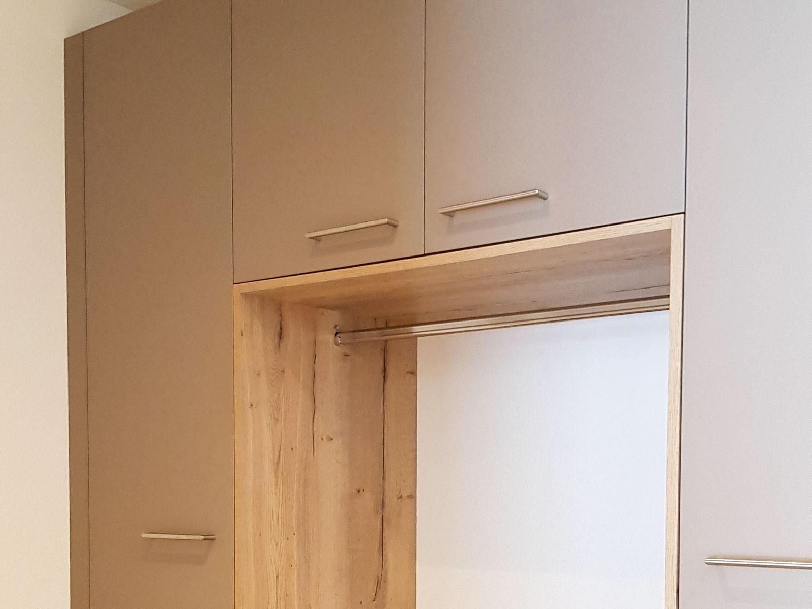 Wooddesign_Garderobe_Gästegarderobe_Putzschrank_offene Garderobe_Eiche hell_Erdfarbe_ beige (5)