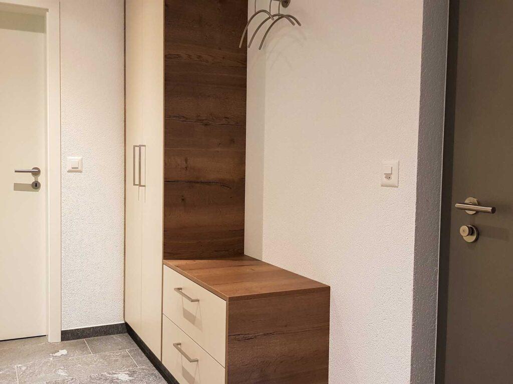 Wooddesign_Garderobe_Gästegarderobe_Schubladen_Eiche rustikal_hell_Putzschrank_Wandschrank (1)
