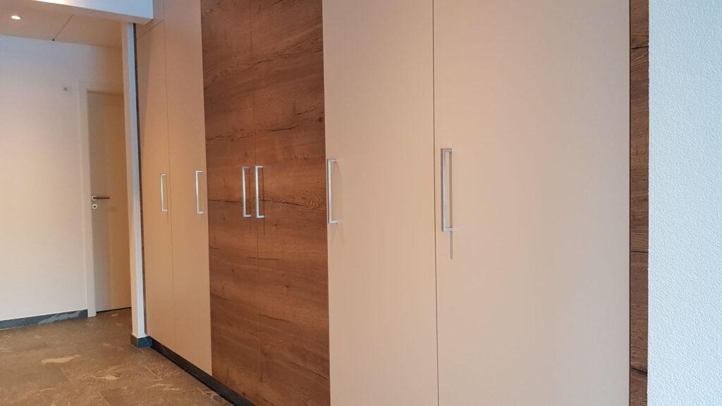 Wooddesign_Garderobe_Gästegarderobe_Schubladen_Eiche rustikal_hell_Putzschrank_Wandschrank (2)