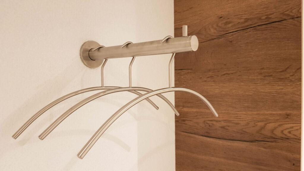 Wooddesign_Garderobe_Gästegarderobe_Schubladen_Eiche rustikal_hell_Putzschrank_Wandschrank (3)