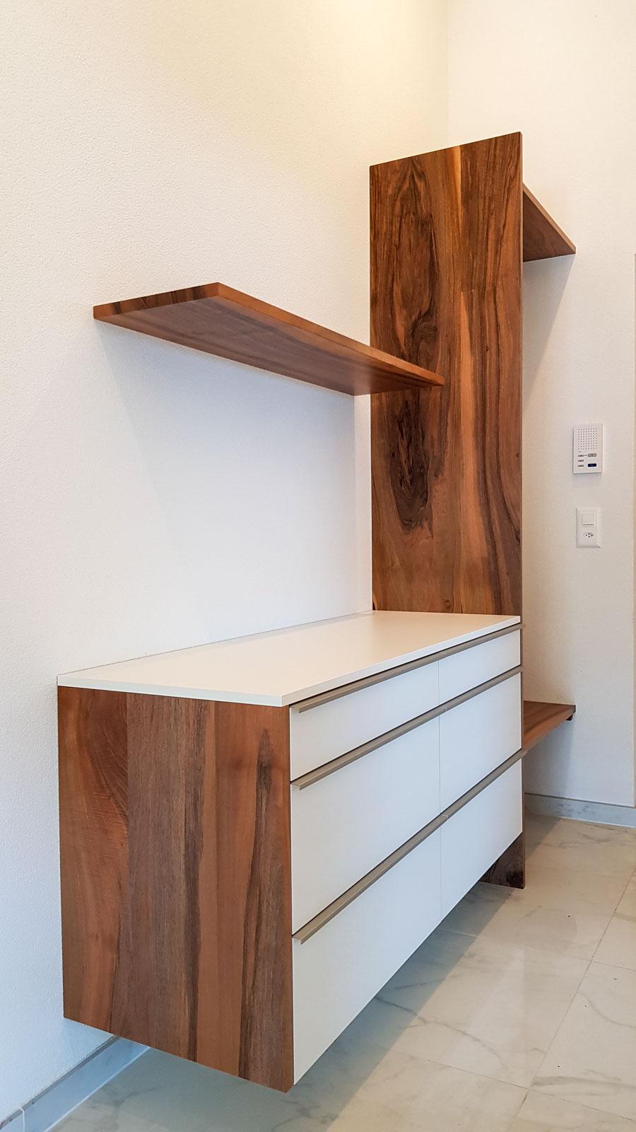 Wooddesign_Garderobe_Gästegarderobe_Sitzbank_Schuablage (1)