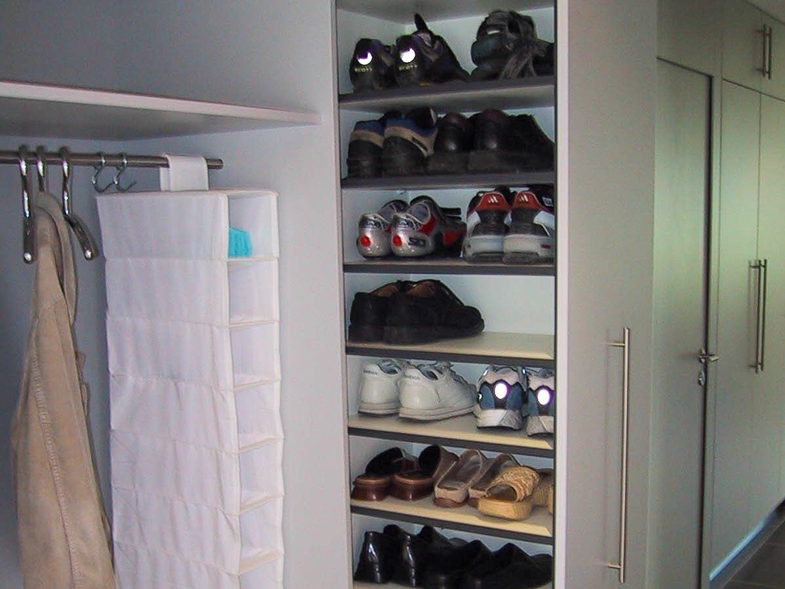 Wooddesign_Garderobe_Gästegarderobe_ausziehbarer Schuhschrank_ offene Garderobe (1)