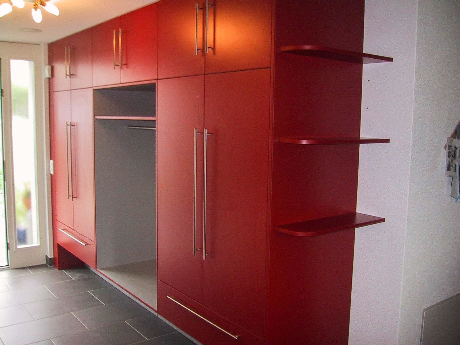 Wooddesign_Garderobe_Gästegarderobe_rot_grau
