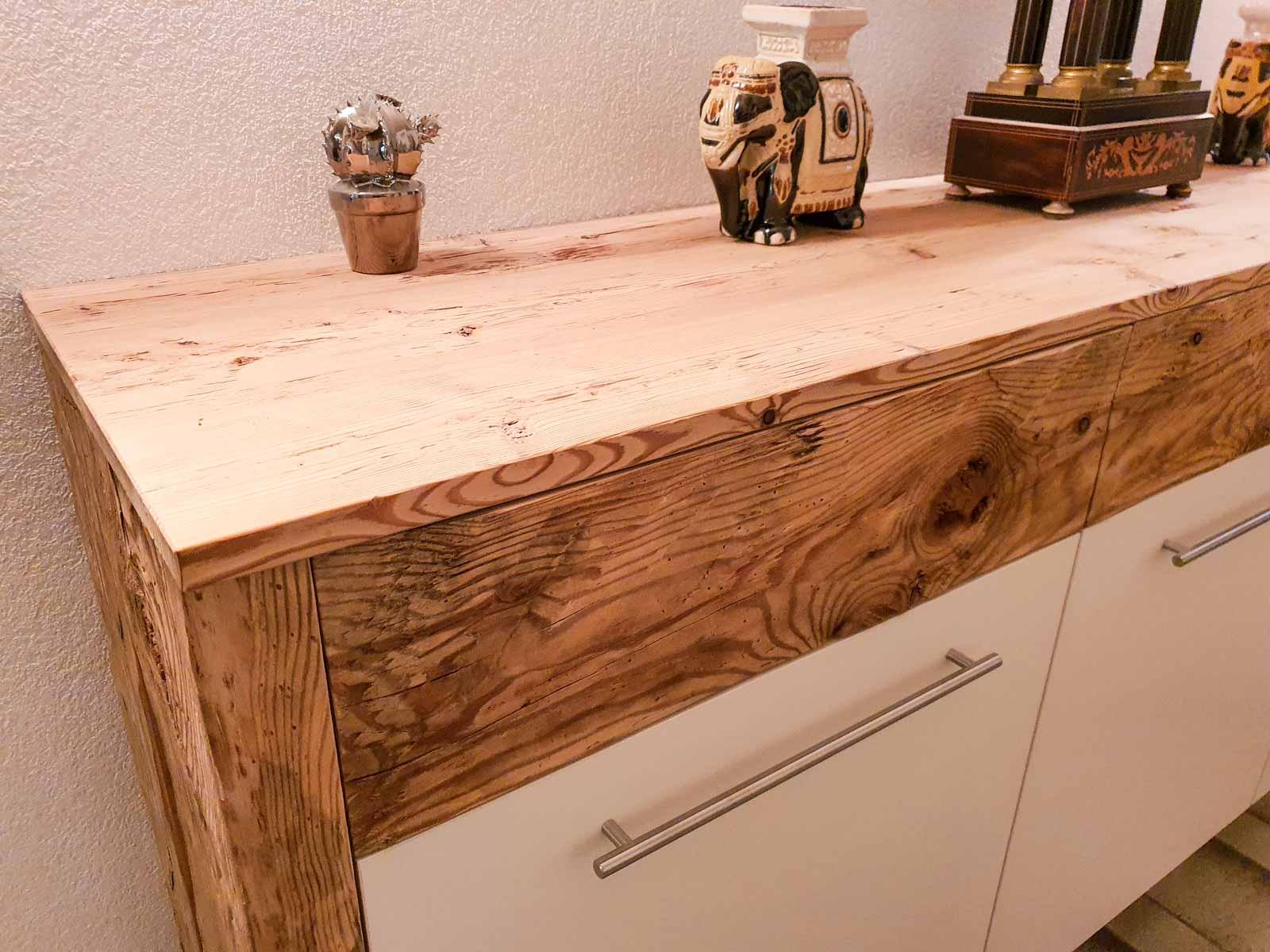 Wooddesign_Garderobe_Gästegarderobe_rustikal_Altholz_Sitzbank_Edelstahl (6)
