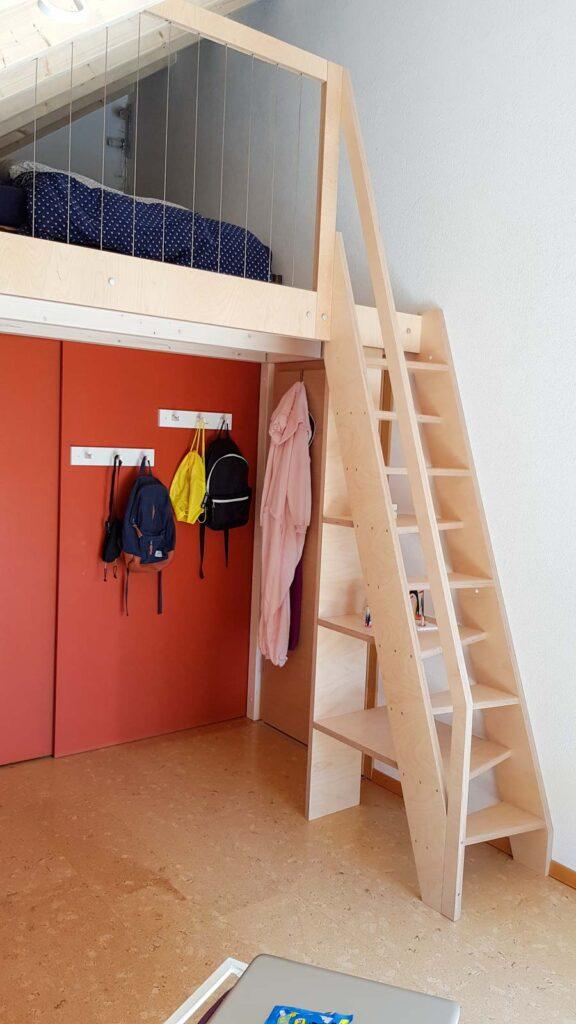 Wooddesign_Jugendzimmer_Jugendbett_Teppe_Schreibtisch-Verstauraum_Hochbbett_Ankleide_Schubladen_Pinwand_Bücherregal (3)