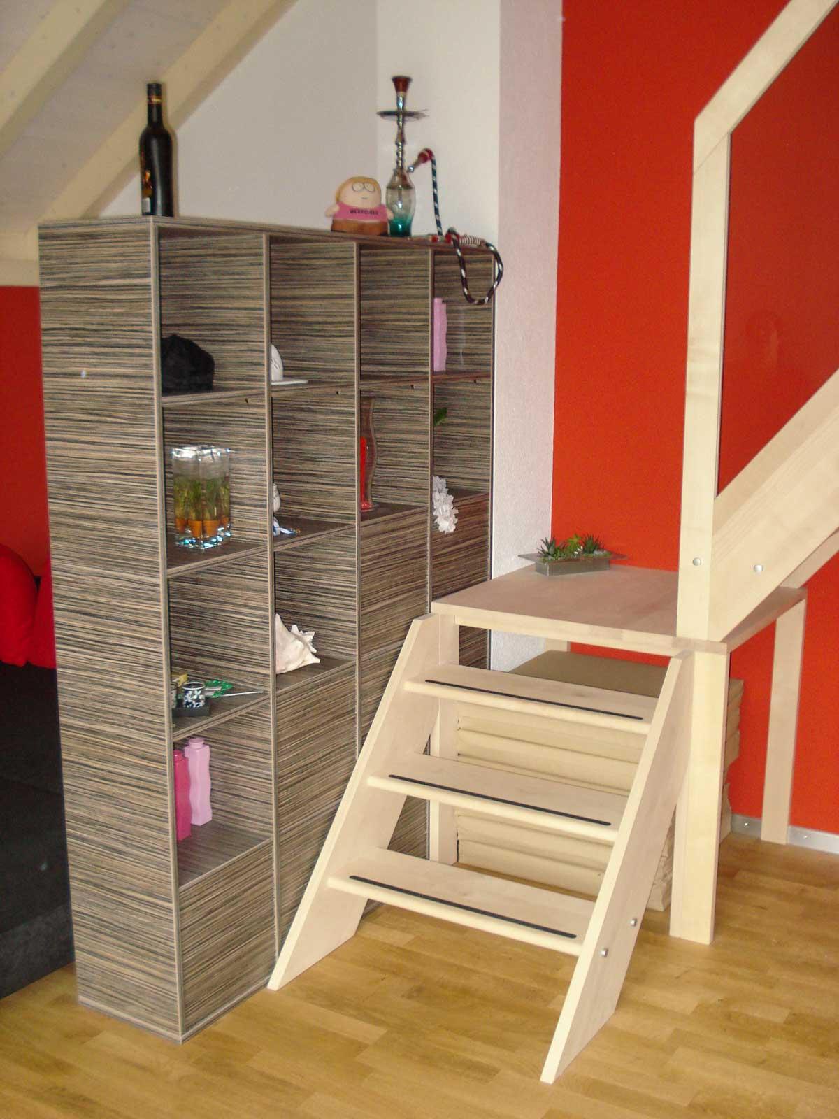Wooddesign_Jugendzimmer_Jugendbett_Treppe_Schreibtisch-Verstauraum_ Schubladen_Pinwand_Bücherregal_zweistöckig (2)
