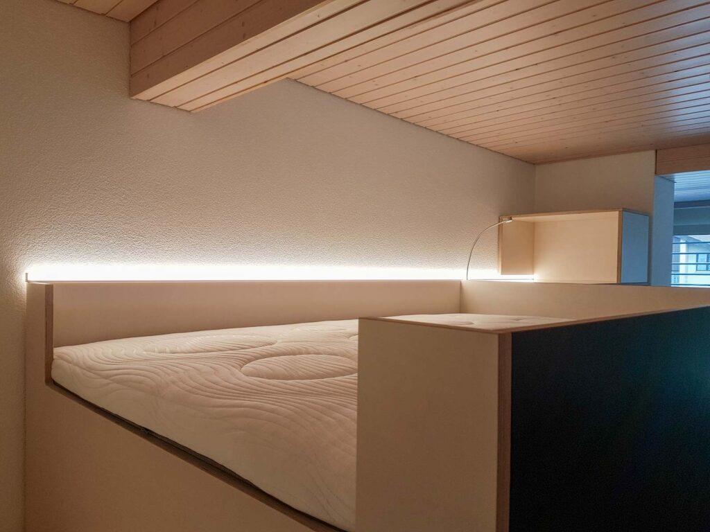 Wooddesign_Jugendzimmer_Jugendbett__Schreibtisch-Verstauraum_ Schubladen_Pinwand_Treppenmöbel_LED-Beleuchtung_Hochbett (1)