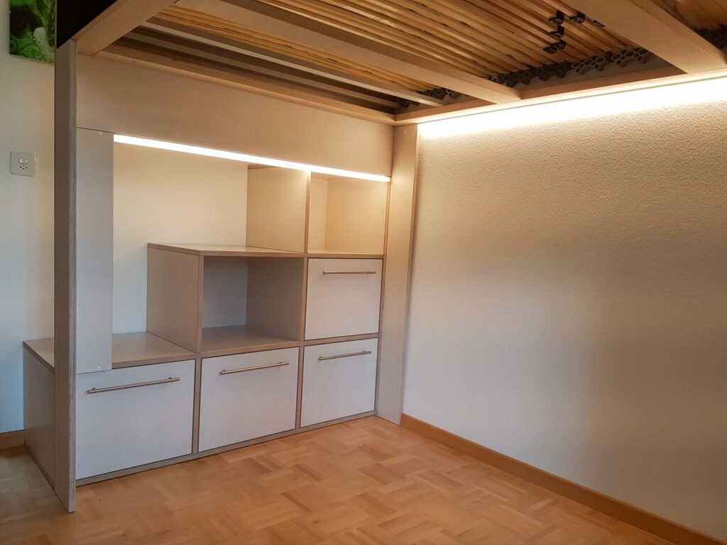 Wooddesign_Jugendzimmer_Jugendbett__Schreibtisch-Verstauraum_ Schubladen_Pinwand_Treppenmöbel_LED-Beleuchtung_Hochbett (3)