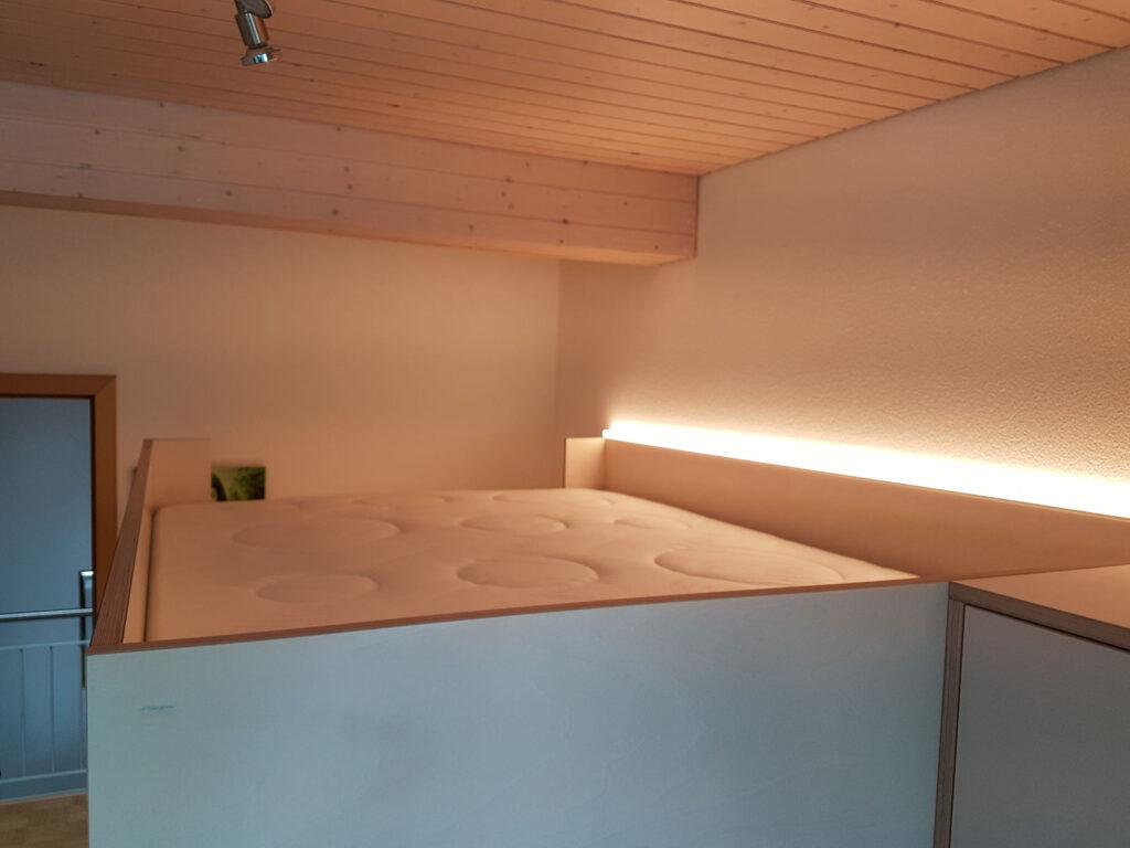 Wooddesign_Jugendzimmer_Jugendbett__Schreibtisch-Verstauraum_ Schubladen_Pinwand_Treppenmöbel_LED-Beleuchtung_Hochbett (5)