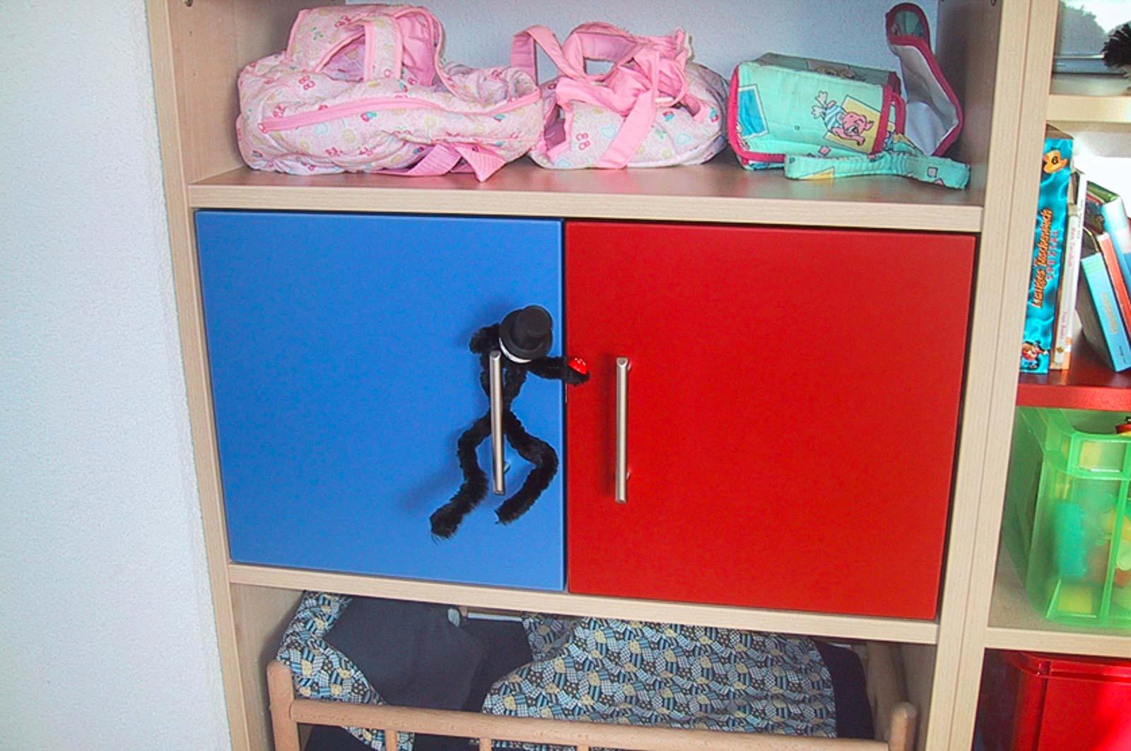 Wooddesign_Kinderzimmer_Kinderbett_Spielzimmer_Schreibtisch-Verstauraum_ Schubladen_Pinwand_Bücherregal (25)